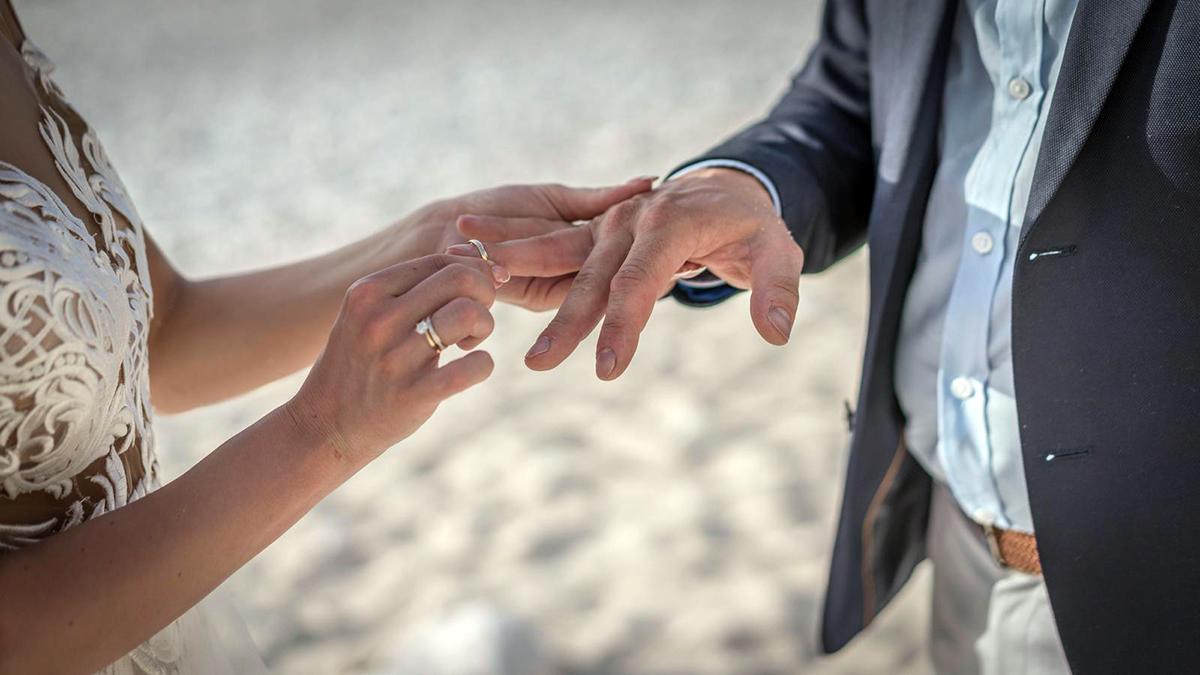 Kefalonia ślub na plaży para obrączki